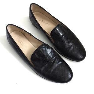 Venise Collection Black Textured Leather Loafers